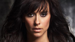 jennifer-love-hewitt-looking-front-and-cute-eyes-face-closeup