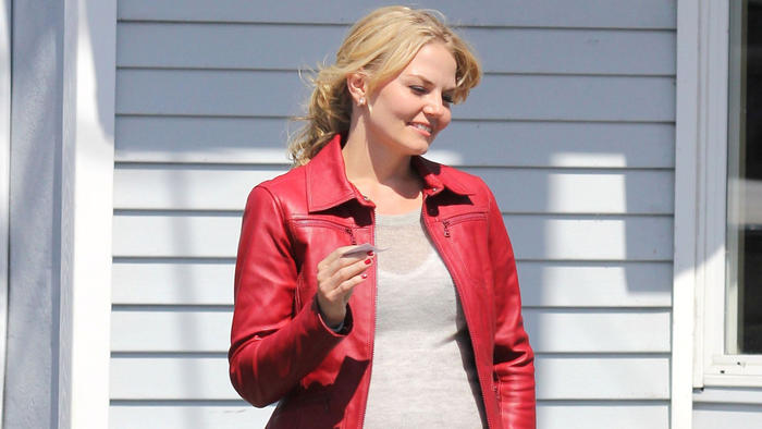jennifer_morrison_-_set_of_once_upon_a_time-02