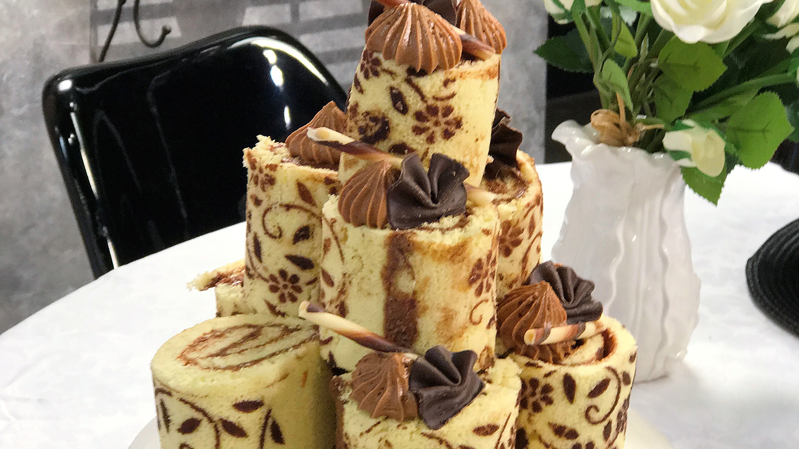 106_-_naked_chocolate_roll-x